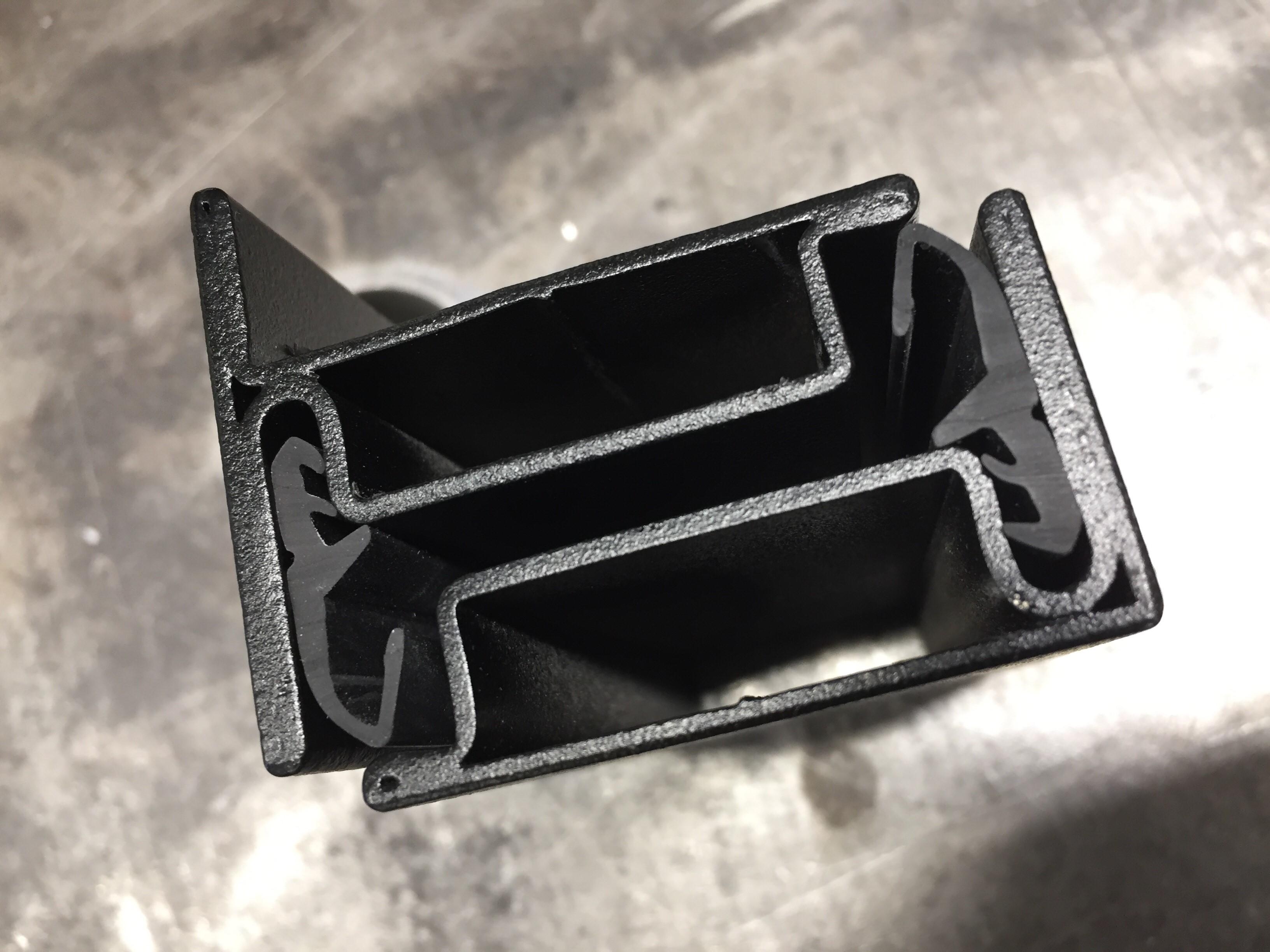 Slank staalprofiel met rubbers