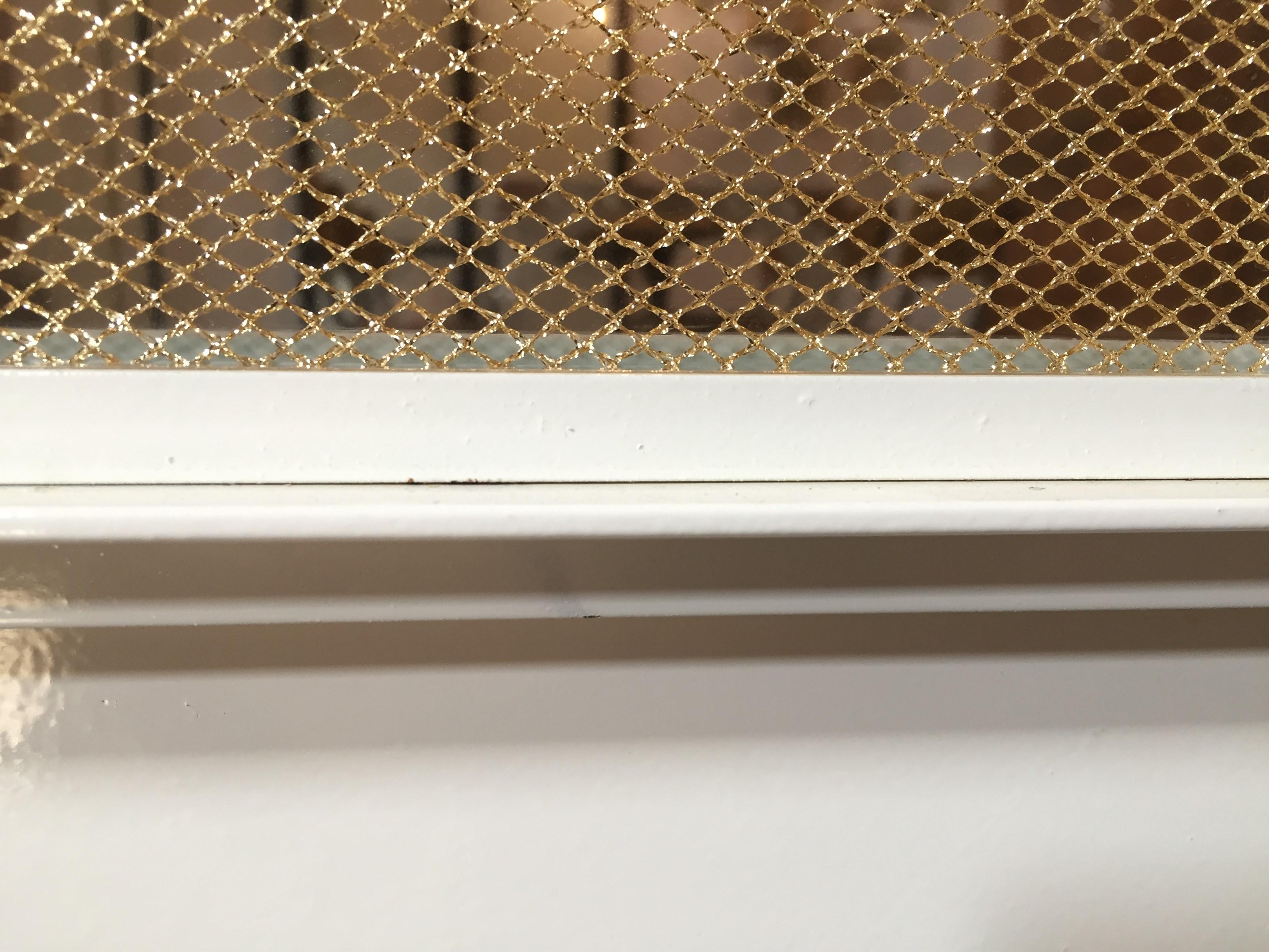 Witte stalen deuren met Gatsby glas, met goud geweven