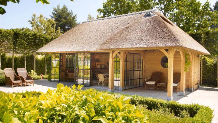 Exclusief tuinpaviljoen van Rasenberg met stalen deuren en kozijnen van Exclusive Steel in Gent België.