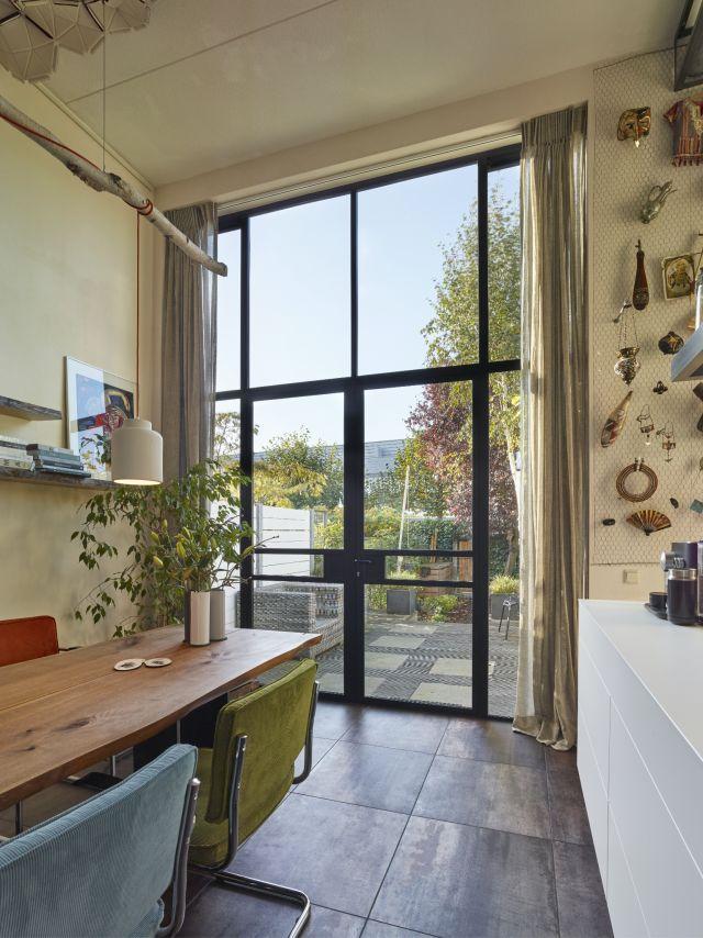 Stalen buitendeuren in een bijzonder project in Dordrecht.
