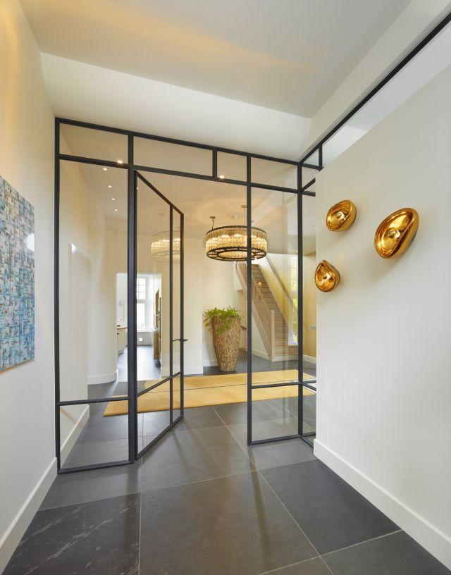 Stalen deur met Paumelle scharnieren in Amsterdam.